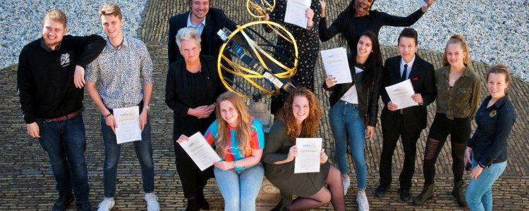 Ervaringsdeskundige jongeren '19 met Elly Konijn Foto: fotostudio Wick Natzijl – gemeente Alkmaar